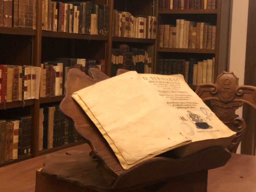 testi-antichi-blioteca-diocesana-annessa-al-santuario-a-Montevergine